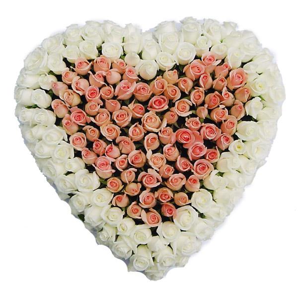 Rouwarrangement hart van roze en witte Rozen
