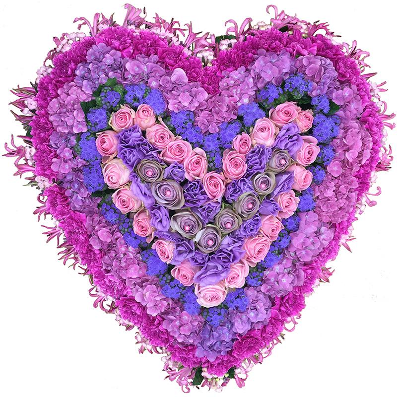 Rouwarrangement hart van roze en paarse bloemen
